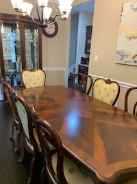 Thomasville - Kent Park 10 Piece Dining Room Set. Mint Condition Katy, 77494