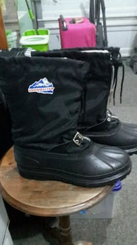 pair of black leather drawstring duck boots St. Catharines, L2N 1Y6