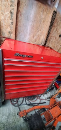Snap on tool box 8 compartments