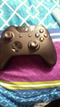 Xbox one controller missing back like new tho Brantford, N3S 3T3