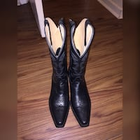 Size 9 Cowgirl Boots 452 mi