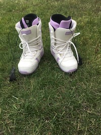 K2 liberty women's snowboarding boots Chestermere, T1X
