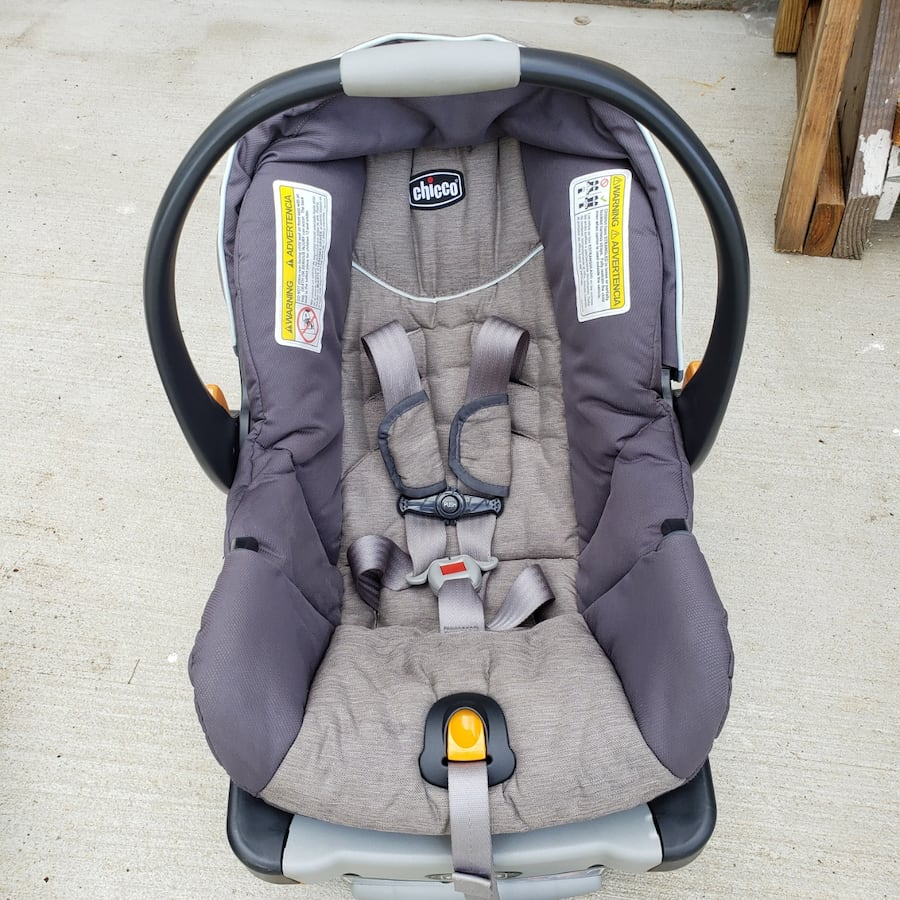 Car Seat with 2 Bases 1e700a9b-3051-454c-b365-129c695536c6