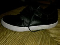 unpaired black and white Nike low-top sneaker Glendale, 85301