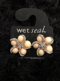 pair of silver and white pearl earrings Temple Hills, 20748