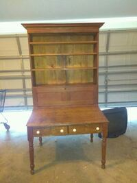 Beautiful antique Yankee desk with hutch Kingsland, 31548