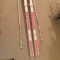 Skis (rossignol) made in France. Maybe 16 years old work perfectly. Size is 190 I think. Come with bag and piles. Centreville, 20120