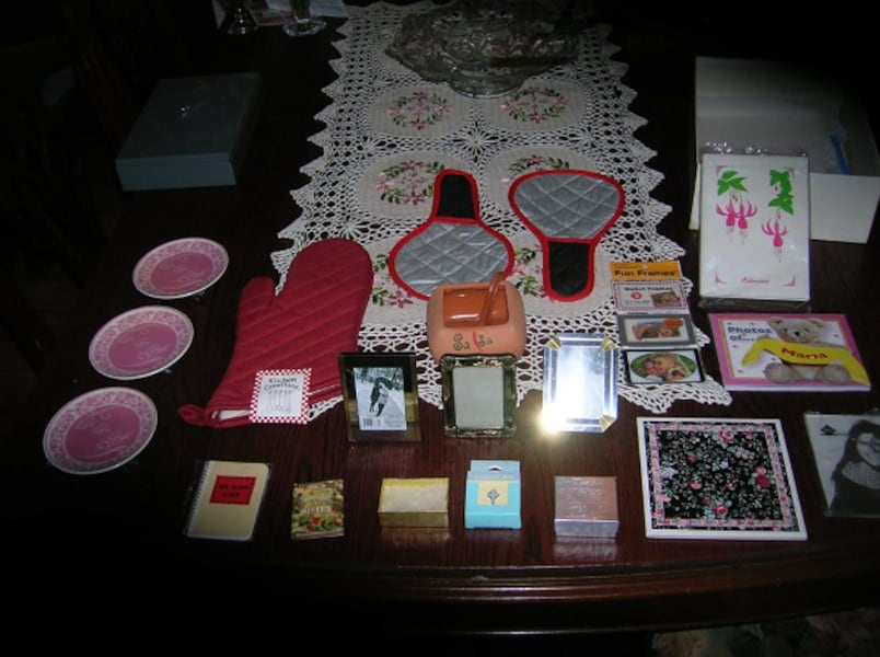 Many Different Small Gifts e6d816b2-ae91-4e01-9712-c4bc7ec8a826