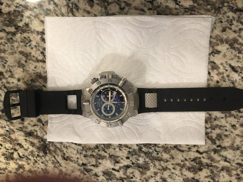 Invicta Sub Noma III. The rubber band needs to be replaced. 1c900dd1-ae3a-4195-b486-93964cc3eb27