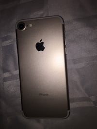 iPhone 7 Gold with case