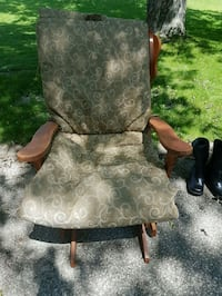 Wooden rocking chair Whitchurch-Stouffville, L4A 0Y2