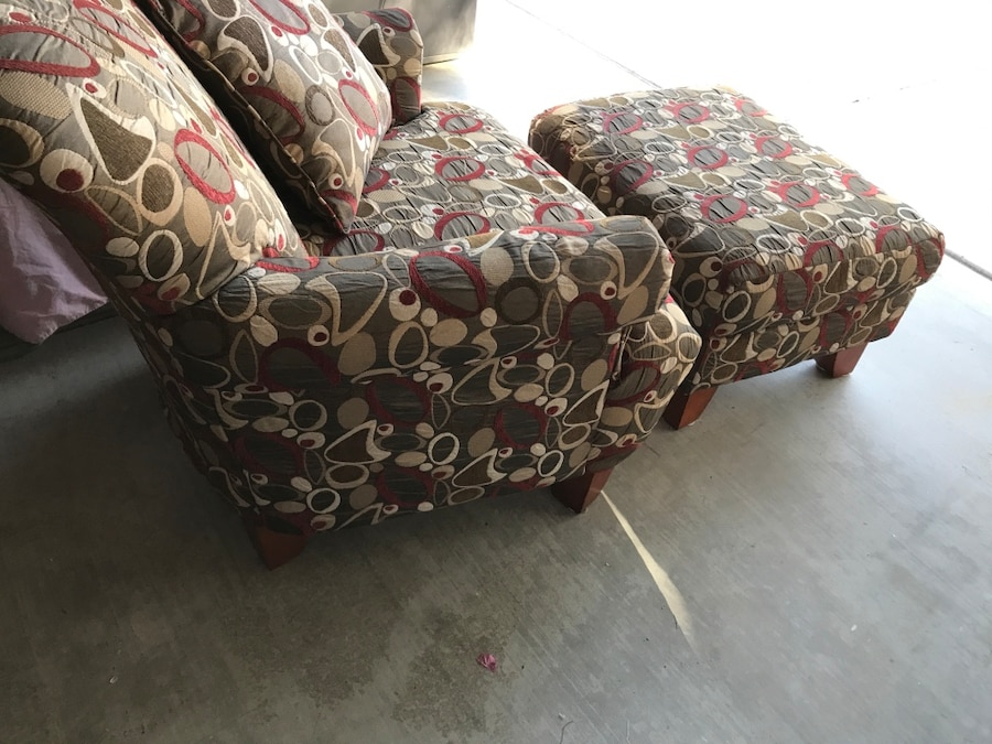 Used Dazzling Accent Chair With Matching Ottoman And Throw
