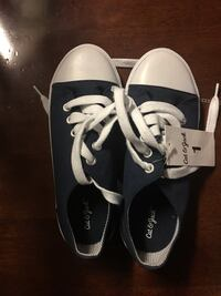 Brand new size 1 navy shoes Knoxville, 37921