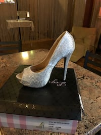 Pair of gray platform stilettos Springfield, 01103