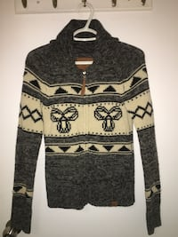 TNA SWEATER SIZE SMALL, PRICE IS FIRM!!!! Toronto, M3M