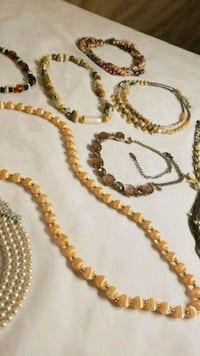 8 Necklaces Minnetonka, 55343