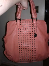 Woman mint conditon larger style purse Langley