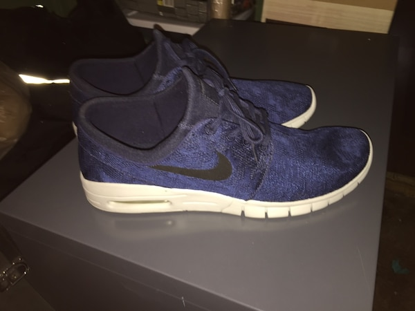 d81bfb4bda38 Used Pair of blue-and-white nike running shoes for sale in Toronto - letgo