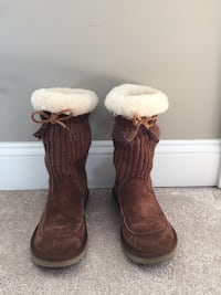 Brown and white fur boots Annapolis, 21401