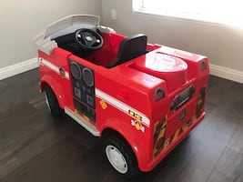 Paw Patrol (MARSHALL FIRE TRUCK- LIKE NEW!) BARELY USED