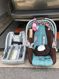 baby's gray and black car seat carrier West Allis, 53227