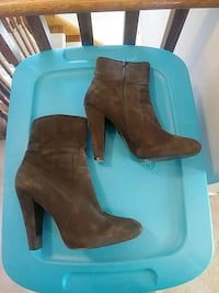 Calvin klein suede heel boots Whitby, L1R 3P9