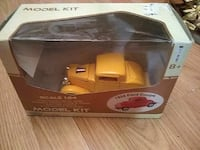 1932 yellow Ford Coupe Model Kit box