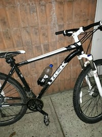 black and white hard tail mountain bike
