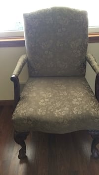 gray and white floral padded armchair