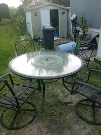 PATIO SET TABLE WITH LAZY SUSAN AND 4 SWIVEL CHAIR Toms River, 08757