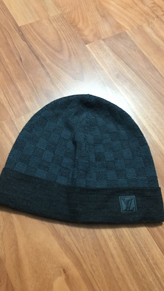 Bonnet noir et gris Louis Vuitton