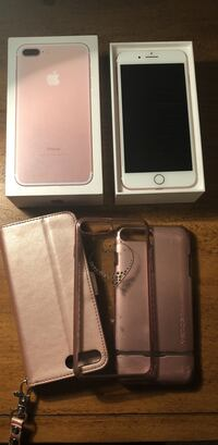 Rose Gold I-Phone, NOT UNLOCKED T-Mobile network , 128GB