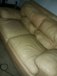 Leather sofa no tears or rips  Macon, 31216