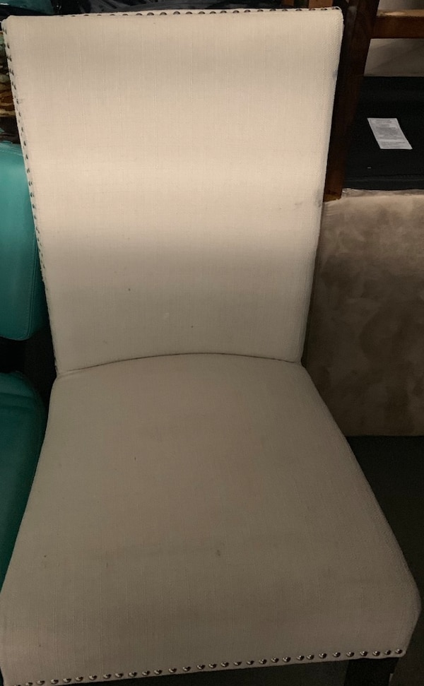All chairs come as a set of 2 as well as the picture f9ee908f-6e4f-4c78-ae63-8415c7636f7b