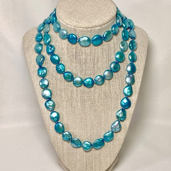 Authentic Blue Button Pearl Necklace 602aa95a-cb46-4abd-b066-8f05cf031398