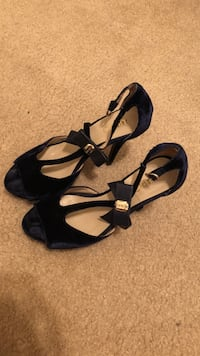 Pair of black open-toe ankle strap sandals Chicago, 60653