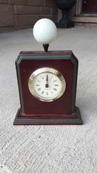 Brown wooden framed analog mantle clock Brampton, L6P