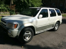 2000 Infiniti QX4...4X4...New Tires...Heated Seats