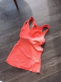 Lululemon top with built in bra size 6 worn twice Vancouver, V6Z 1Y6