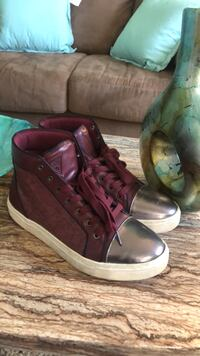 Pair of maroon high-top sneakers Guess Upper Marlboro, 20772
