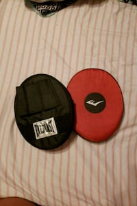 Everlast black and red boxing mitts  Port St. Lucie, 34953