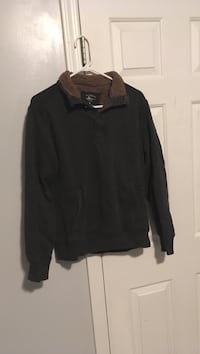 Gently used sweater in great condition Gainesville, 30506