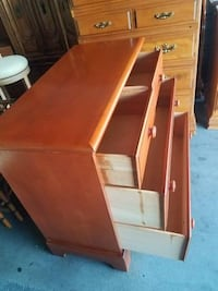 Beautiful solid hardwood mid century cherry 4 drawer chest in excellent condition.
