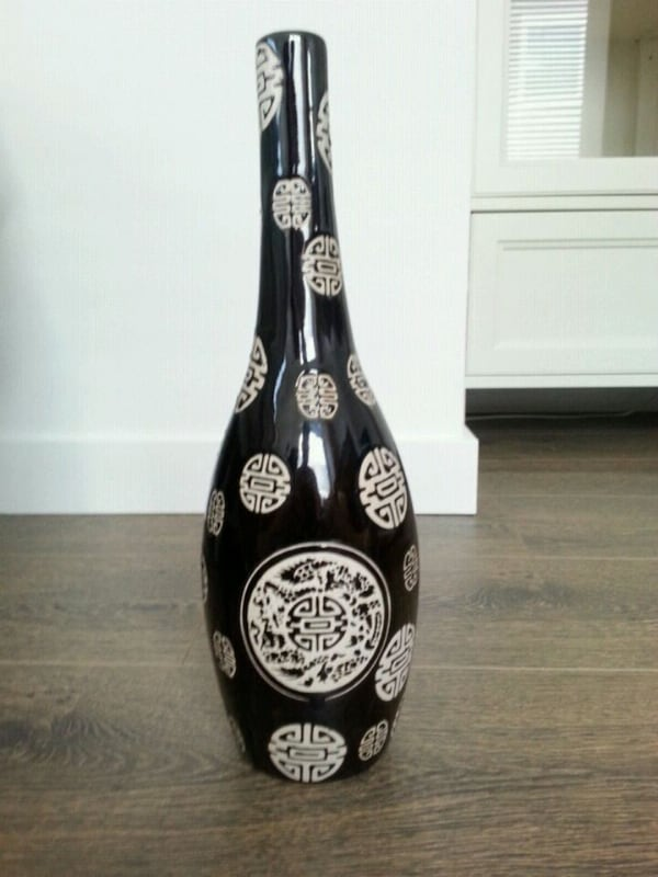 The Vase for your decoration  3f5f8126-e67b-49b9-83d7-057872c77278