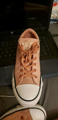 PINK WOMANS CONVERSE ALL STAR  San Antonio, 78239