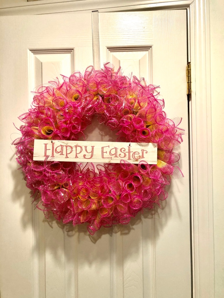 Photo Pink and yellow wreath for Easter
