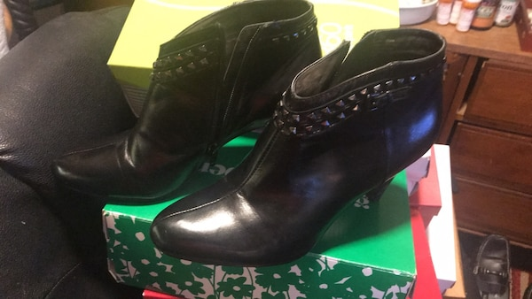 Pair of black leather boots -size  7.5