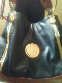 Nice new leather purse. Carried once. Has lots of  Parkersburg, 26101