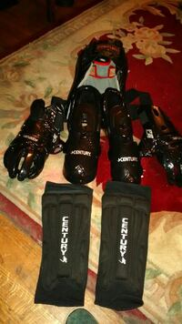lack Century knee pads and gloves