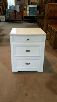 small white chest of drawers  Brampton, L6X